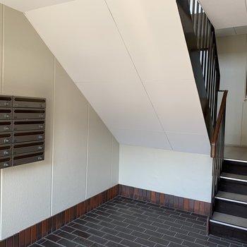 【共有部】お部屋までは階段で