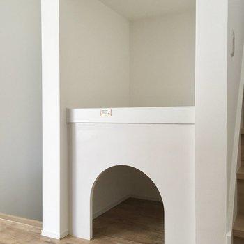 キッチン横にはアーチのお部屋。ふかふかお布団を敷いてペットのお部屋に。