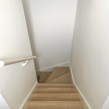 階段には手すりもついているので、移動も楽ちんです。
