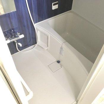 お風呂は追焚付き。サーモ水栓でお湯の調節も楽ちん。