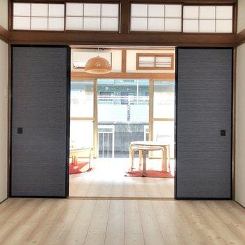 【洋室約4.5帖】シックな雰囲気があるかっこいい和のお部屋になっています。