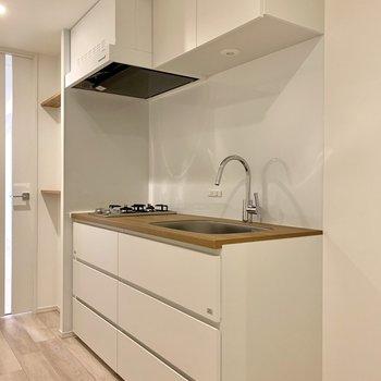 キッチン上下には調味料や調理器具がしまえます。