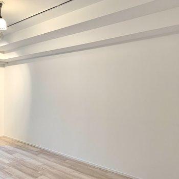 家具はナチュラルカラーもいいですが、アイアン素材も合いそう。