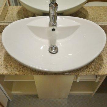 まるっこく可愛い洗面。※写真は404号室のもの