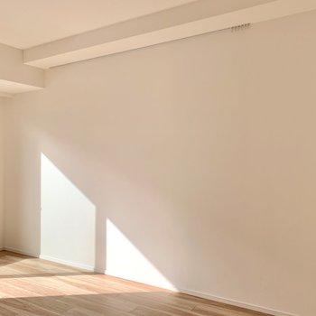 ピクチャーレールに写真や絵を飾って個性を出したいですね。。※写真は1階の同間取り別部屋のものです