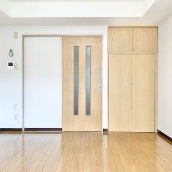 扉やフローリングは木目調で統一され、なんだか落ち着きますね。