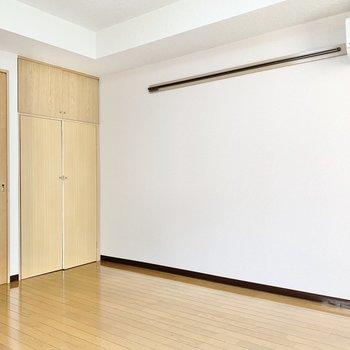 壁際にはピクチャーレールが付いています。
