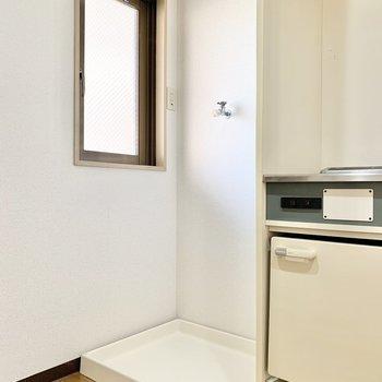 横には洗濯機置き場があります。