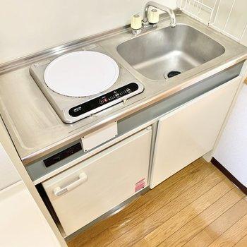 ミニ冷蔵庫付きのキッチン。便利ですね!