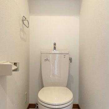トイレはシンプル(※写真は6階の同間取り別部屋のものです)