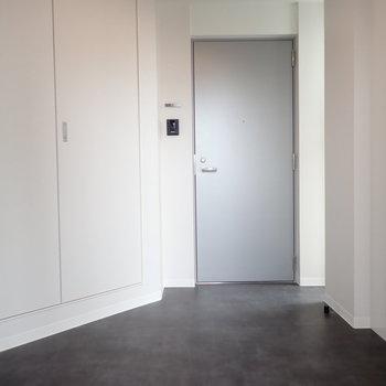 共用部】コンパクトな廊下です。