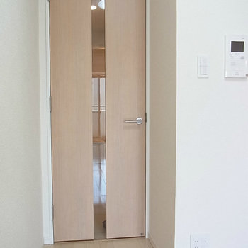 教室ドアシンプルなデザイン※写真は4階の同間取り別部屋のものです