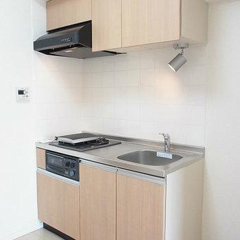 グリル付キッチン※写真は4階の同間取り別部屋のものです