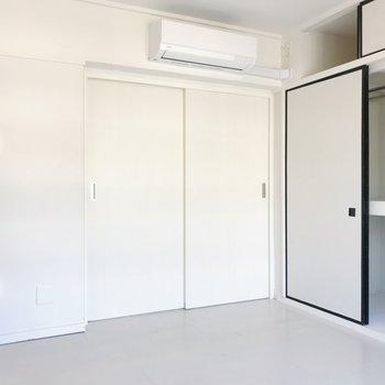 【洋室5.89帖】LDKとは扉で仕切ることができます。