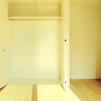クローゼットも大きめだから、ここは夫婦の寝室に。