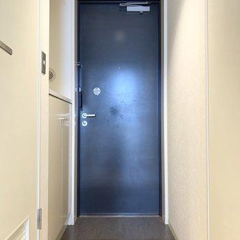 さて、室内の最後は玄関を。ドアロックもスタイリッシュ!