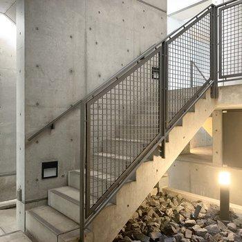 1階のエレベーターホールもスタイリッシュ◎