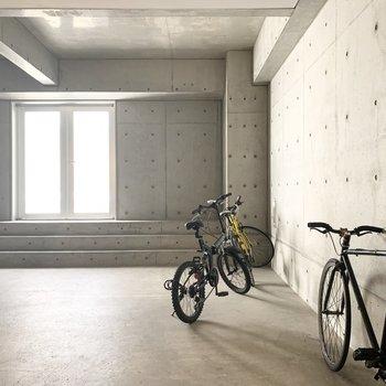 オートロック内に自転車の置けるスペースもあるようです。