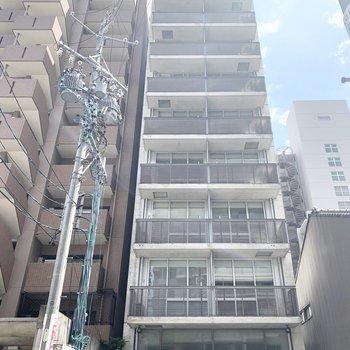 10階建ての鉄骨鉄筋コンクリートマンションです。