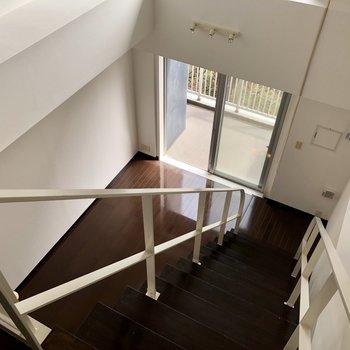 こちらの階段は傾斜もゆるく、上り下りがしやすくなっています。