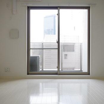シンプルで、どんな家具も似合いそう(※写真は6階の同間取り別部屋のものです)