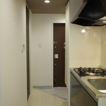 しゅっとした動線。キッチンは廊下に(※写真は6階の同間取り別部屋のものです)