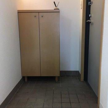 玄関は使いやすそうですね(※写真は5階の同間取り別部屋、清掃前のものです)