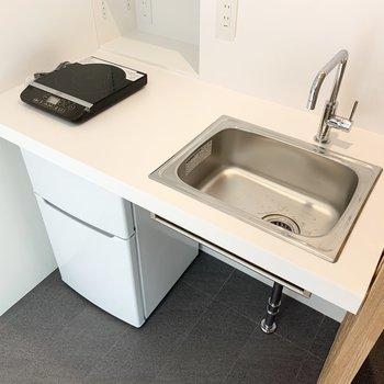 IHコンロがあります。お皿はこまめに洗いたいな。