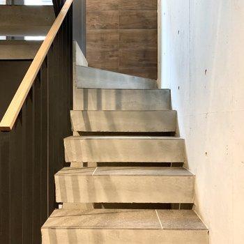 コンクリートが素敵な階段。