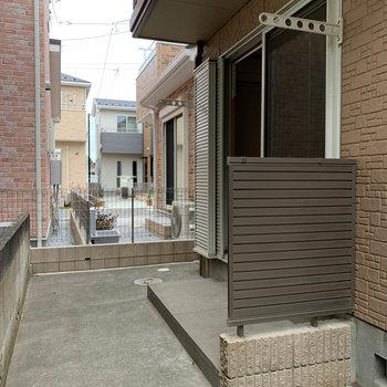 バルコニーは玄関横。※ 写真は前回募集時のものです