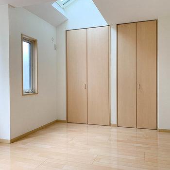 【洋室】ダブルベッドが置けるくらいの広さ。※ 写真は前回募集時のものです