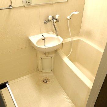 お風呂は2点ユニット。まとめてお掃除できます。