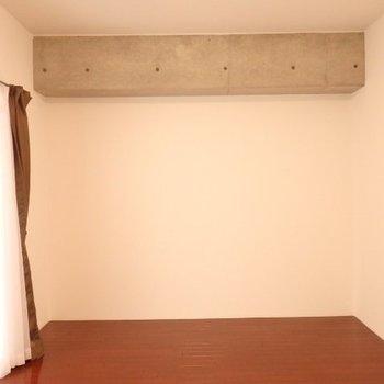 こちらはリビング。11帖あり、ゆったり(※写真は5階の同間取り別部屋のものです)