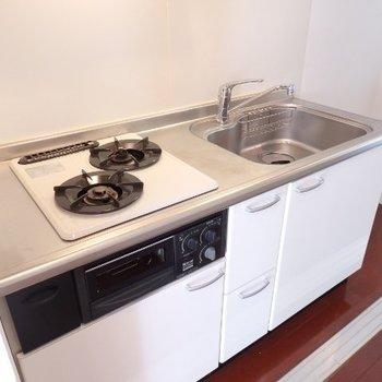 キッチンは廊下に。ガスコンロ2口は譲れないですね(※写真は5階の同間取り別部屋のものです)