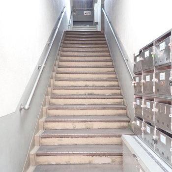 共用部】階段をのぼっていきます。お城みたい。