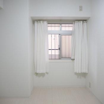 洋室】窓もついてます!※写真は6階反転間取り・別部屋のものです