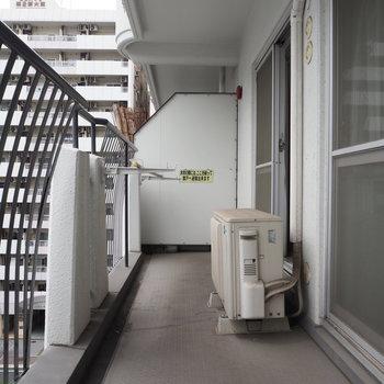 ベランダもゆったりしてます。※写真は6階反転間取り・別部屋のものです