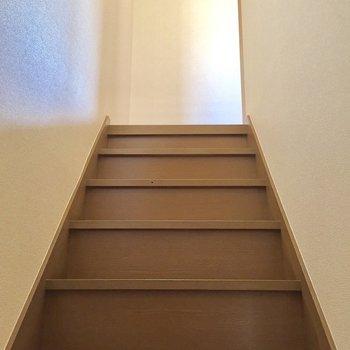 階段を上がって、2階へ行ってみましょう!