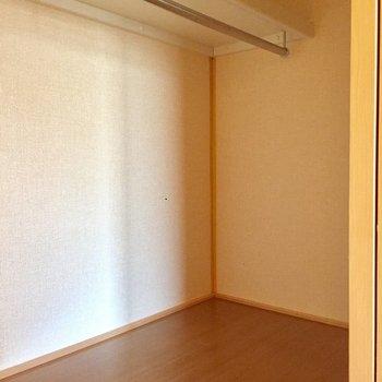 【洋室8帖】右側は少しコンパクト。