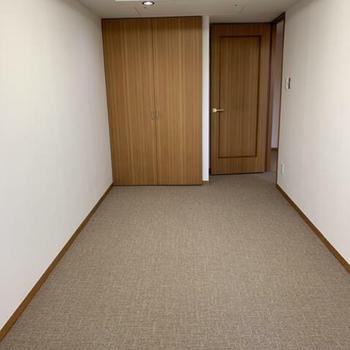 洋室1:扉を占めるとこんな感じ。