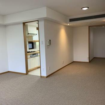 シンプルで清潔感のあるお部屋