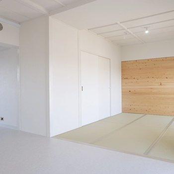 【和室2】こちらは仕切りがなく、開放的な空間になっています。
