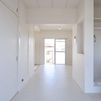 広い廊下を通って、もう1つの和室へ。