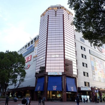 大きなショッピングセンターもあります。