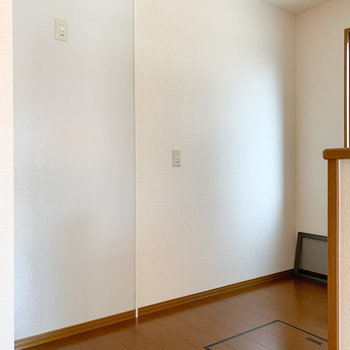 【LDK】冷蔵庫以外に大きな食器棚も置けそうです。