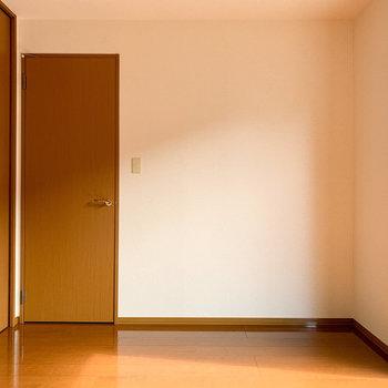 【テラス側洋室】寝室部屋にしても良さそうです。