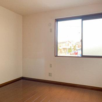【洋室7帖】こちらは少し大きめの洋室です。