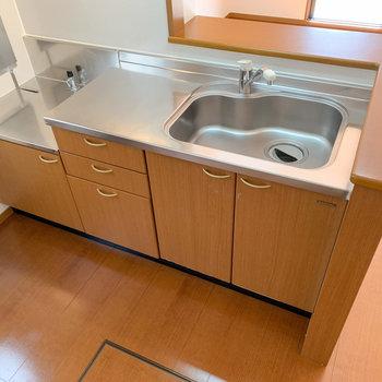 【LDK】調理スペースも確保されていますね。
