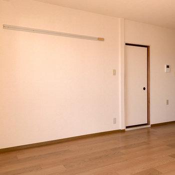 【LDK】思い出をこの壁に飾ったりするのもいいですね。