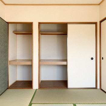 【和室】収納も2つあるので、物の大きさに合わせてしまえます。